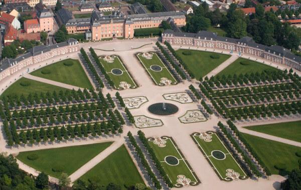 Schwetzinger Schlosspark Residenz von oben