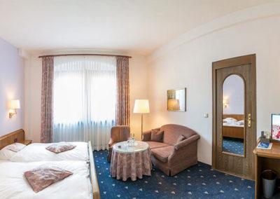 Doppelzimmer mit einem großen Bett