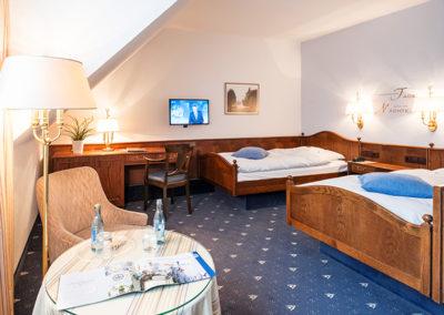 Ansicht eines Doppelzimmers mit getrennten Betten